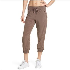 Zella Out and About 2 crop pants size medium